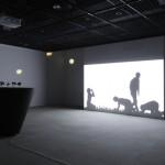 高嶺格による特別展『とおくてよくみえない』が広島市現代美術館で開催中 7月10日まで